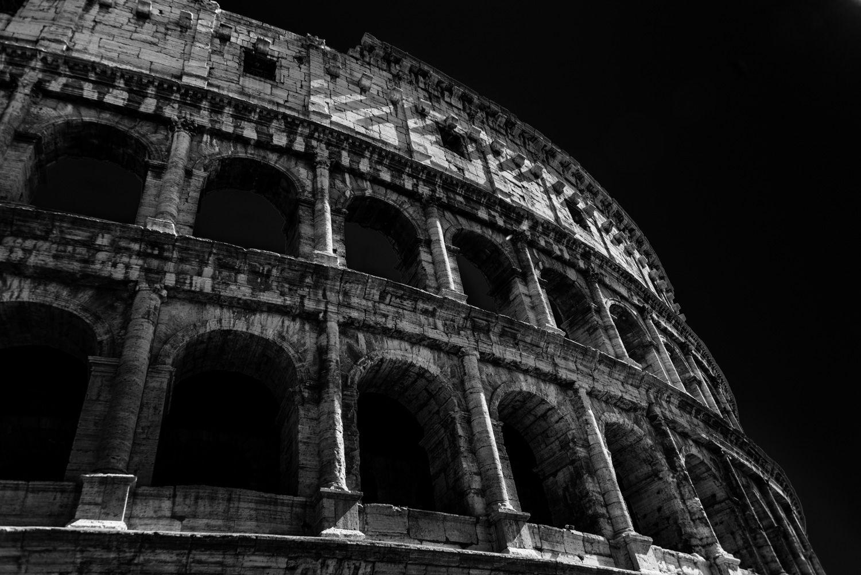 Colosseum met zwarte lucht