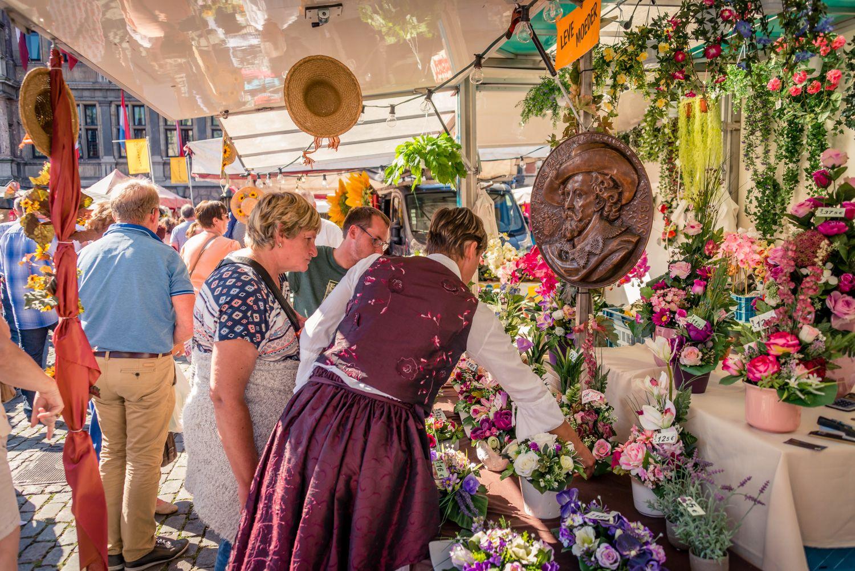 Bloemenkraam op de rubensmarkt