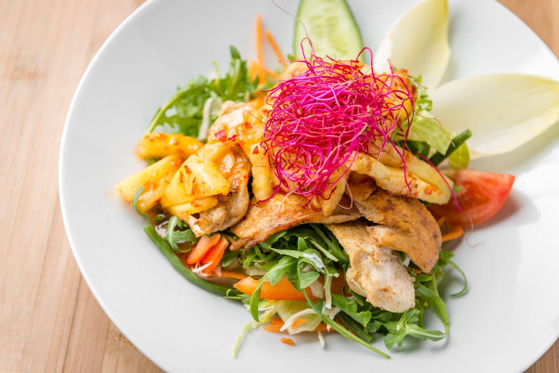 Food foto van een salade bij Mint