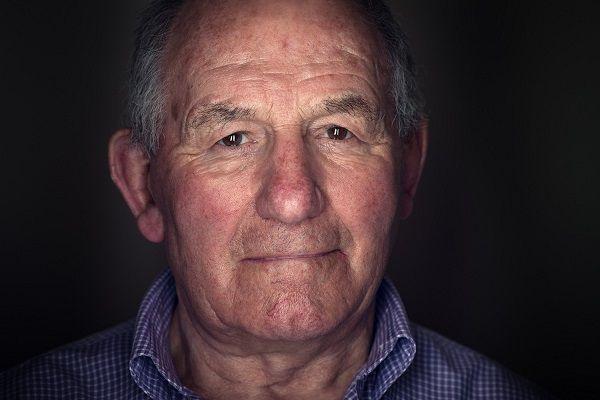 Profielfoto van een oude man