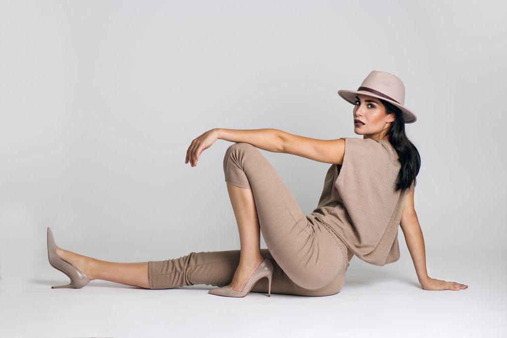 Fashion fotoshoot met een witte achtergrond